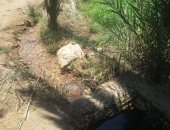 صور.. تسريب فى خط مياه بقرية تزمنت الشرقية يهدر مئات الأمتار من المياه