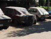 قارئ يرصد مجموعة كبيرة من السيارات المهملة بشارع المنيل