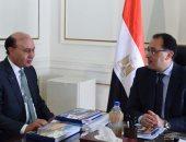 مميش يعرض لرئيس الحكومة توقيع عقود وحل منازعات مع 25 مستثمرا - صور