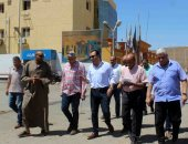 صور.. محافظ الأقصر يتفقد أعمال رفع كفاءة شوارع وسط المدينة