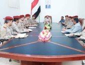 نائب الرئيس اليمنى يلتقى القيادات العسكرية لبحث التطورات الميدانية