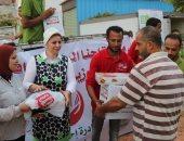 صور .. توزيع مساعدات على أسر الصيادين بالبرلس