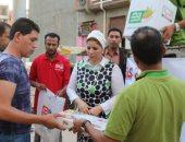 توزيع ملابس وأغذية بقريتين ومدينة بكفر الشيخ ومنح 5 آلاف أسرة قروض حسنة