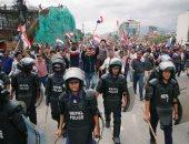 أعمال عنف فى نيبال احتجاجا على قرار الحكومة منع الأطباء من الإضراب - صور