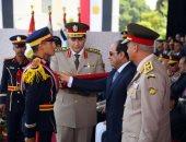 صور.. الرئيس السيسي يمنح أوائل خريجى الكليات العسكرية نوط الواجب العسكرى