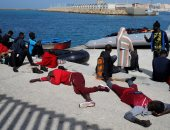 صور.. وصول عشرات المهاجرين إلى ميناء طريفة الإسبانى بعضهم فى حالة إعياء