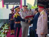 الرئيس السيسي يمنح أوائل خريجى الكليات العسكرية نوط الواجب العسكرى