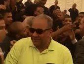 شاهد.. كيف احتفل بيومى فؤاد مع الغارمين المفرج عنهم داخل طرة