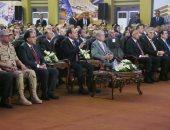 فيديو وصور.. الرئيس السيسى يقدم شهادة تقدير للرئيس التنفيذى لشركة سيمنز