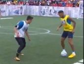 نيمار يفقد مهارته أمام هاوٍ فى مباراة خماسية.. فيديو
