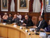 محافظ القاهرة يوجه رؤساء الأحياء بتلبية مطالب أسر الشهداء: تنفذ فورا