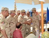 صور.. وزير الدفاع يزور عددا من مراكز التدريب ويلتقى الجنود المستجدين وأسرهم