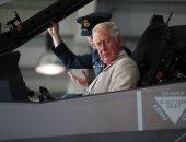 صور.. الأمير تشارلز يتفقد قاعدة جوية بريطانية فى جزيرة نورفولك