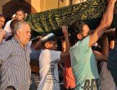 صور.. أشرف زكى ووفد من نقابة الممثلين يشيعون جثمان هياتم