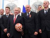 بوتين يكرم المنتخب الروسى بعد إنجاز كأس العالم.. فيديو وصور