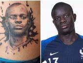 صور.. لاعب فرنسى يحفر وجه كانتى بالوشم على ظهره بسبب رهان