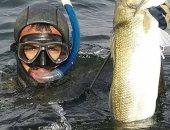 من مدير فى بنك إلى صياد أسماك محترف.. صابر يلقى بالروتين فى عرض البحر