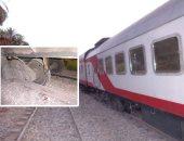 """""""السكك الحديد"""": رفع جرار قطار أسوان بالكامل ووضعه على المسار"""