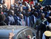 صور.. موجابى يدلى بصوته فى أول انتخابات فى زيمبابوى منذ سقوطه