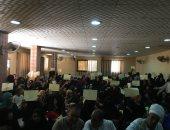المجلس القومى للمرأة بسوهاج يسلم 500 شهادة أمان للسيدات فى دار السلام