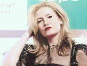 """شعرها محيرها.. """"هنا شيحة"""" تسأل جمهورها عن اللوك الأفضل لها - صور"""