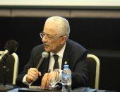 وزير التعليم يكشف حقيقة طبع كتب منهج التجريبى بالعربى