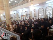 صور.. أساقفة ورهبان يؤدون قداس جنازة القمص تيموثاوس وكيل مطرانية أبوتيج بأسيوط