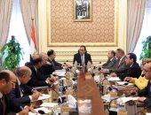 صور.. رئيس الوزراء يعقد اجتماعا لمتابعة الموقف التنفيذى لتطوير منطقة سور مجرى العيون