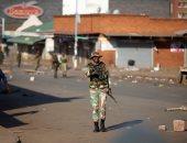 صور.. قوات الجيش فى زيمبابوى تغلق المتاجر بعد مواجهات دامية مع المعارضة