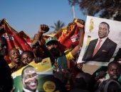 صور.. أنصار الرئيس منانجاجوا يحتفلون بفوزه فى الانتخابات الرئاسية بزيمبابوى