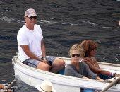 توم هانكس وزوجته فى جزيرة كابرى الإيطالية.. اعرف التفاصيل