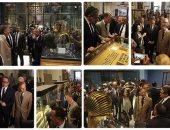 وزير خارجية إيطاليا يلتقط صورا لعرش توت عنخ آمون والعنانى يهديه نموذجا فرعونيا