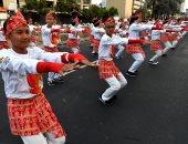 صور..الرئيس الإندونيسى يرقص فى شوارع جاكرتا احتفالا بدورة الألعاب الآسيوية