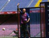 """شاهد.. فيدال لاعب برشلونة الجديد يظهر لأول مرة فى """"كامب نو"""""""
