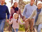 وسط لمة العيلة.. 45% من شباب فرنسا يقضون إجازة الصيف مع أهل الزوج أو الزوجة