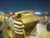 صور.. سقوط سيارة فى حفرة بالمجاورة ٤٥ فى العاشر من رمضان