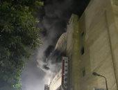 صور..حريق بسينما ريفولى وسط القاهرة والحماية المدنية تحاول السيطرة على النيران