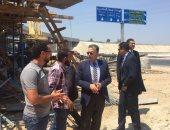 """وزير النقل يتفقد أعمال محاور ربط القاهرة ـ الإسكندرية الزراعى و""""الإقليمى"""""""