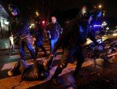 صور.. سحل وضرب خلال تفريق شرطة الأرجنتين احتجاجات ضد قانون تجريم الإجهاض