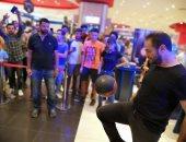 صور .. بيجاتو يتحدى السقا بالكرة فى افتتاح بطولة الألعاب الإلكترونية