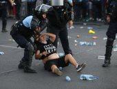 صور.. كر وفر وسحل فى مظاهرات تطالب باستقالة الحكومة الرومانية