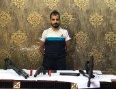 القبض على تاجر مخدرات وبحوزته أسلحة نارية وذخيرة أثناء إختباؤه بالجيارة