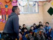 """التدريس فى """"kg1"""" مش للبنات بس..خالد يتحدى المدرسات ويدرس لرياض الأطفال"""