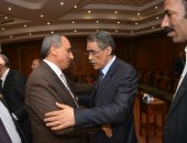فيديو وصور.. ضياء رشوان وكرم جبر ورئيس حزب التجمع يقدمون واجب العزاء فى وفاة عبد العال الباقورى