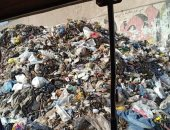 تلال القمامة تحاصر سكان مدينة السلام.. والأهالى يتهمون الحى بالإهمال