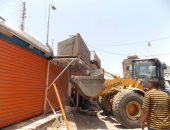 صور.. إزالة 148 حالة تعد وإشغال بالطريق العام فى كوم أمبو