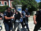 مقطع متداول.. الشرطة التركية تسحل شابا لعدم ارتدائه الكمامة الطبية
