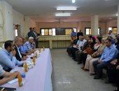 محافظ القليوبية يعقد اجتماعًا بالشباب لتطوير مدينة الخصوص
