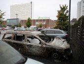 صور.. شبان يحرقون ويخربون نحو 100 سيارة فى مدينة سويدية