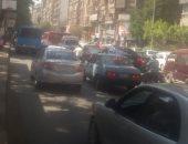 توقف حركة المرور بسبب تسرب مياه صرف صحى أمام جامعة الأزهر
